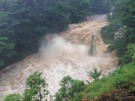 Kaimukanaka waterfall